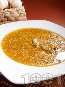 Гъбена чорба / супа с манатарки, картофи, топено сирене и чесън - снимка на рецептата